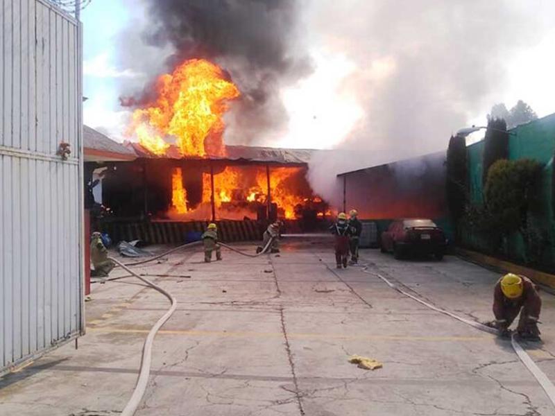 Deja dos muertos explosión en Santiago Tianguistenco