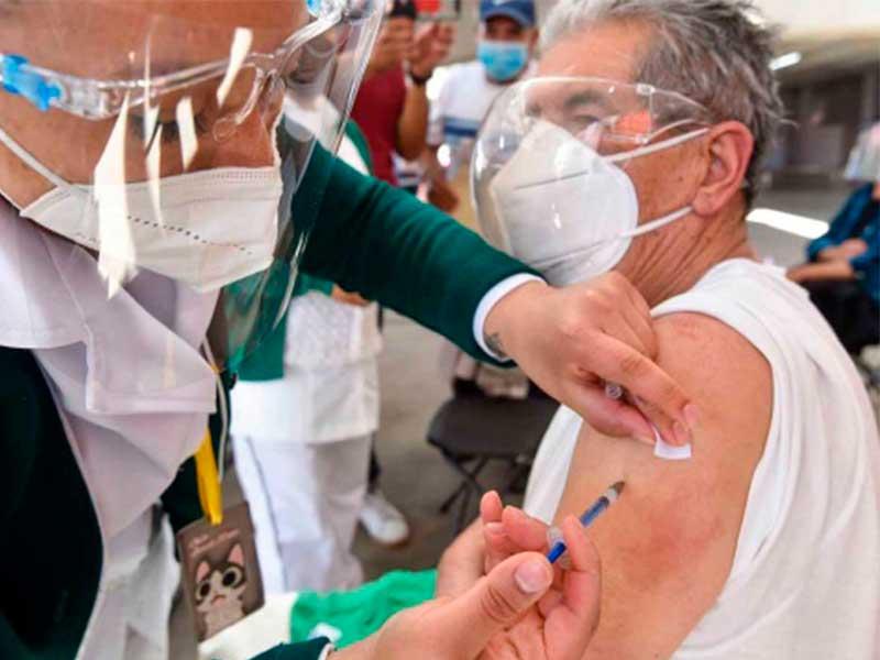 Iniciará el 12 de mayo vacunación de docentes en Edomex
